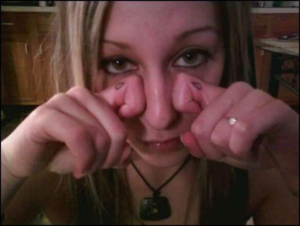 teardrops on fingers *cute tattoo
