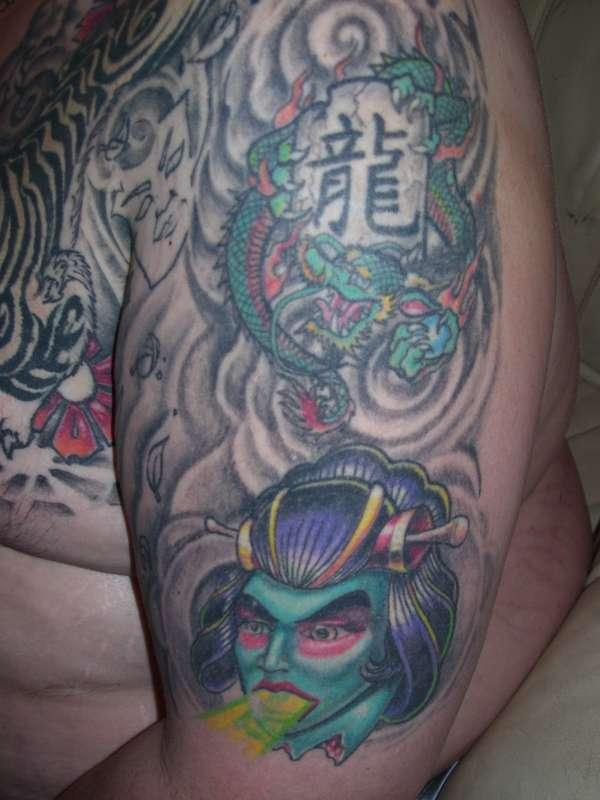 Half Sleve w dragon and geisha tattoo