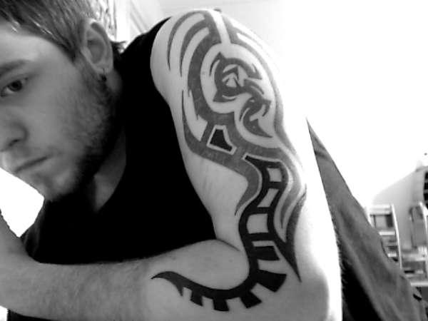 arm tribal tattoo