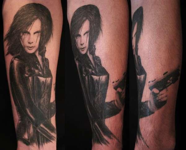 Kate Beckingsale (underworld) tattoo