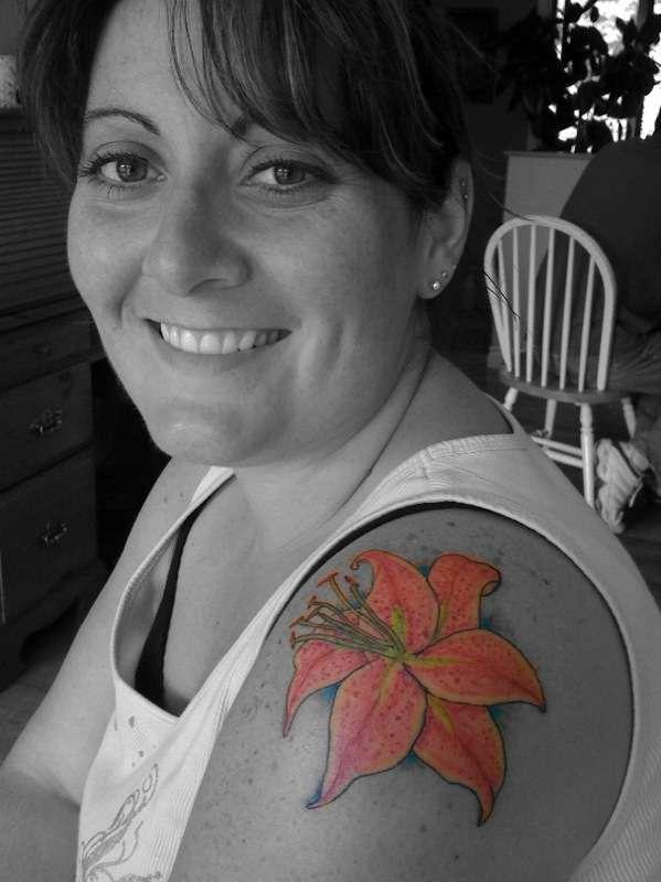 Jamies Star Gazer lily tattoo